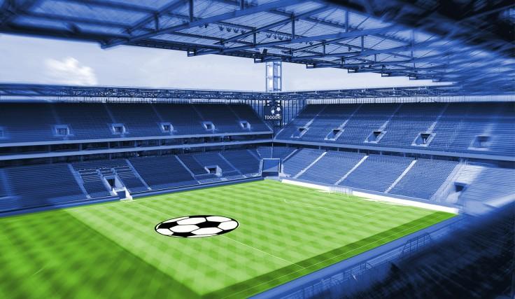 Fußballstadion-mit-grünem-Rasen